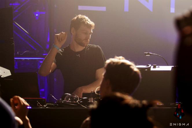 Dutch live artist Precursor playing at Enigma Indoor