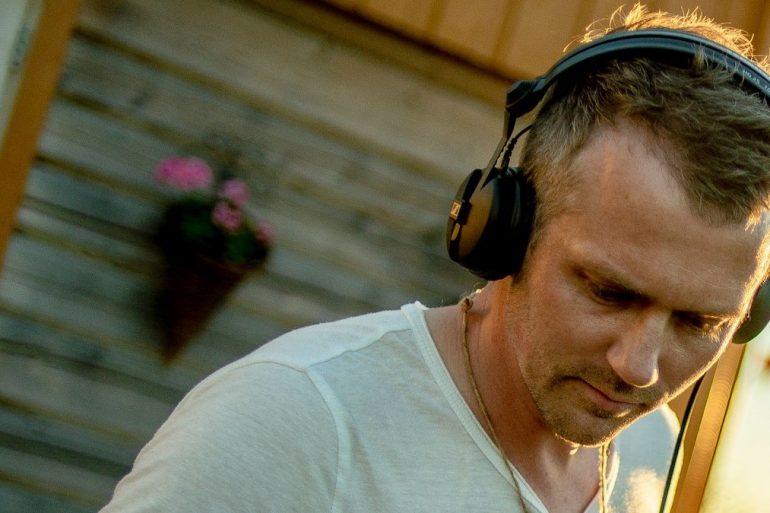Stian Pedersen prepared a mix for Tanzgemeinschaft's Nordic Distinct mix series