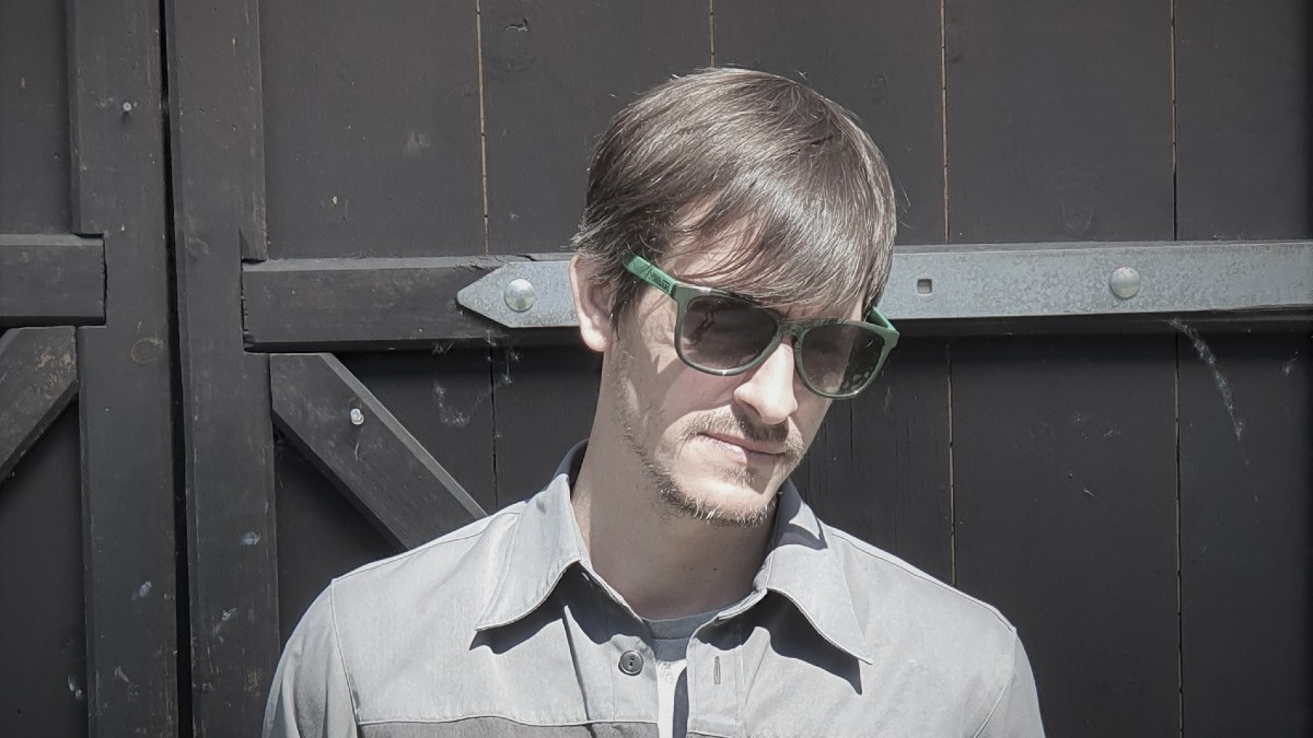 Basic Shape promotes Tanzgemeinschaft's upcoming various artists compilation.